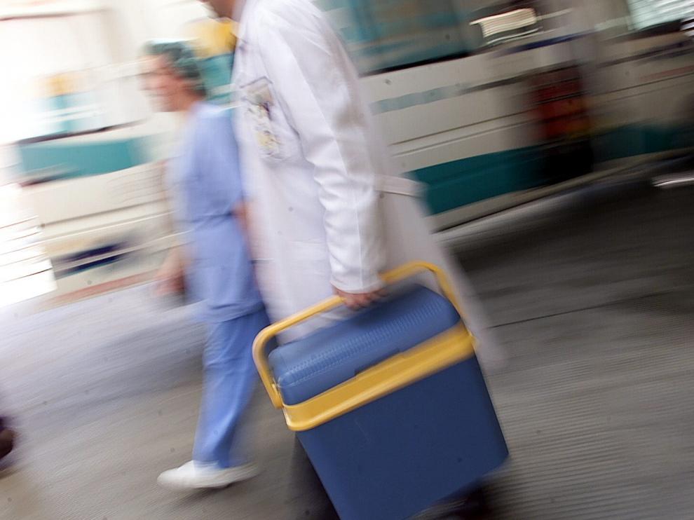 Un simulacro del equipo de trasplantes en el Hospital Clínico de Zaragoza