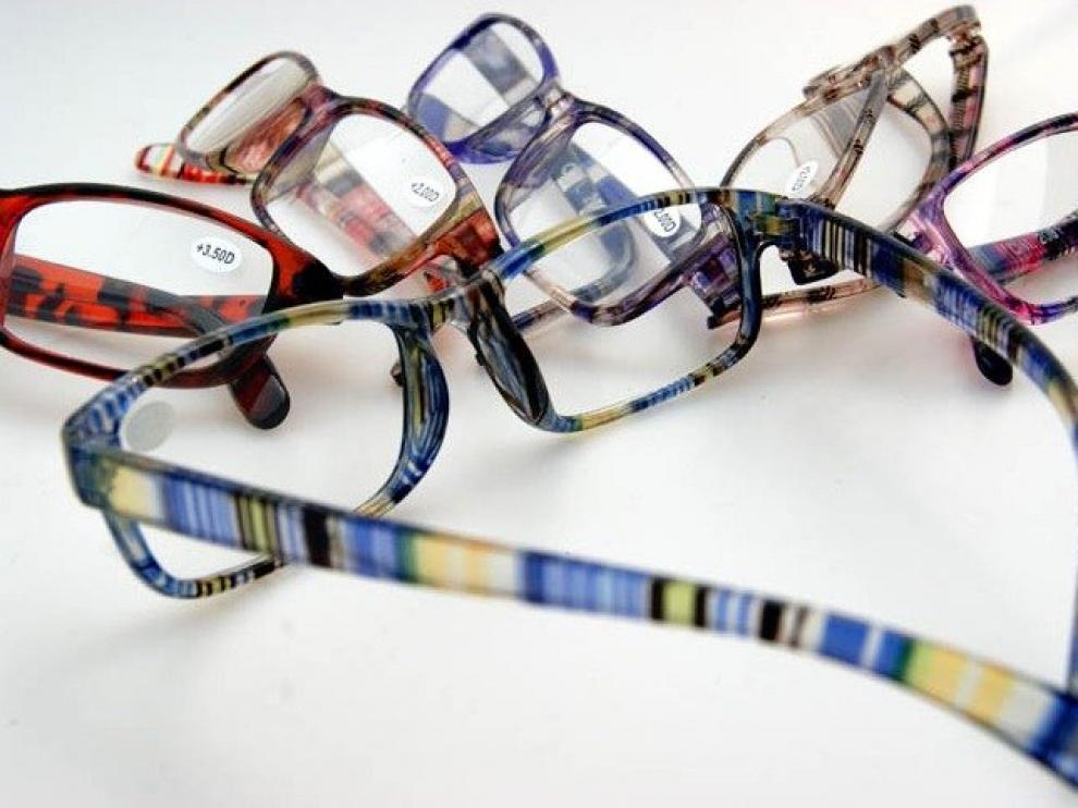 Están fabricadas en su mayoría de plástico inyectado y sin ningún control de calidad óptica