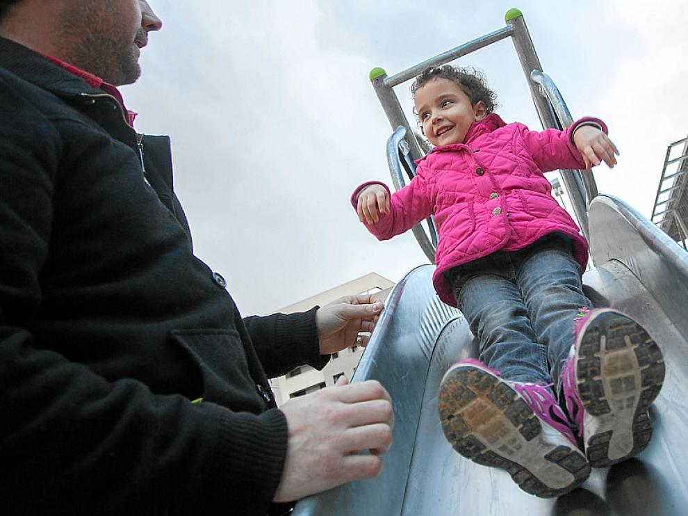 Los juegos y el deporte contribuyen a evitar el sobrepeso infantil.