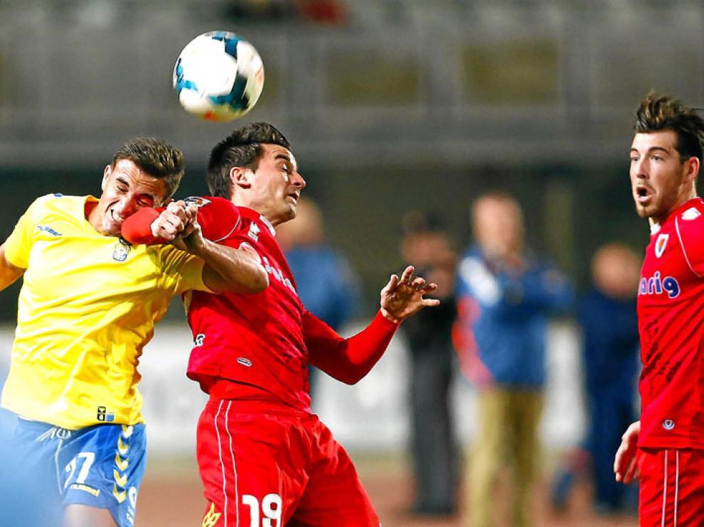Natalio y Enrich, durante un partido del Numancia frente a la UD Las Palmas.