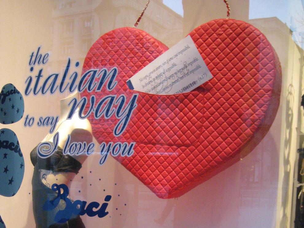 Escaparate San Valentín, paseo de la Independencia.