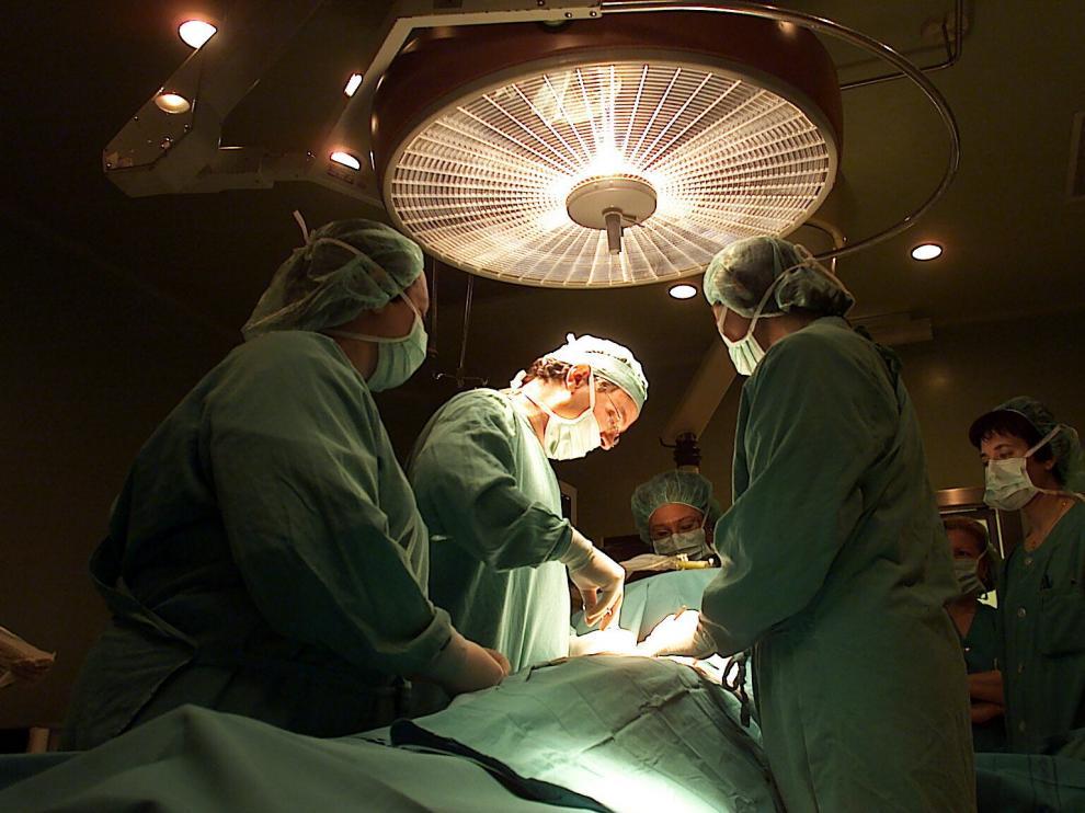 La cirugía tradicional conlleva un postoperatorio más largo