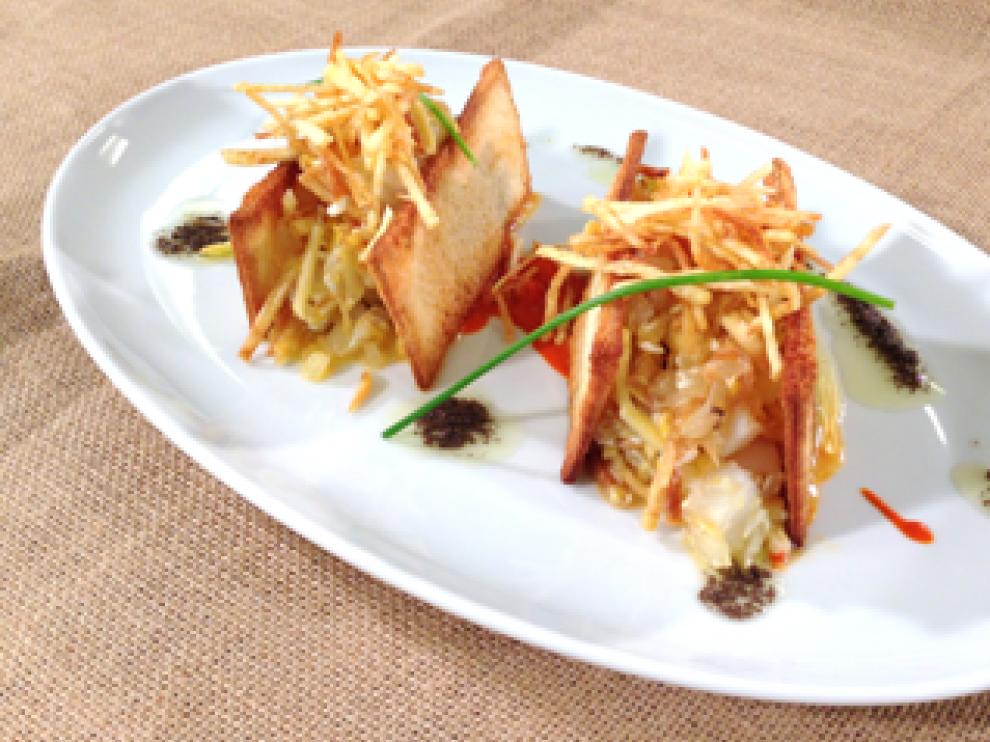 Bacalao dorado con emulsión de pimiento del piquillo y aceite de olivas negras