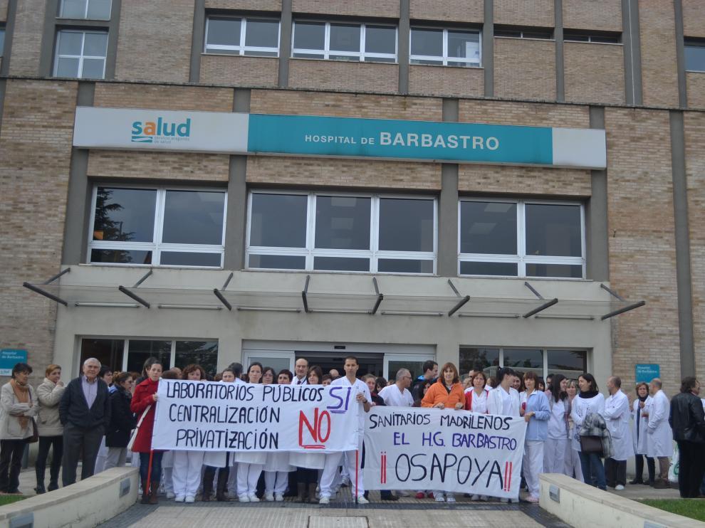 Personal del hospital de Barbastro en una concentración