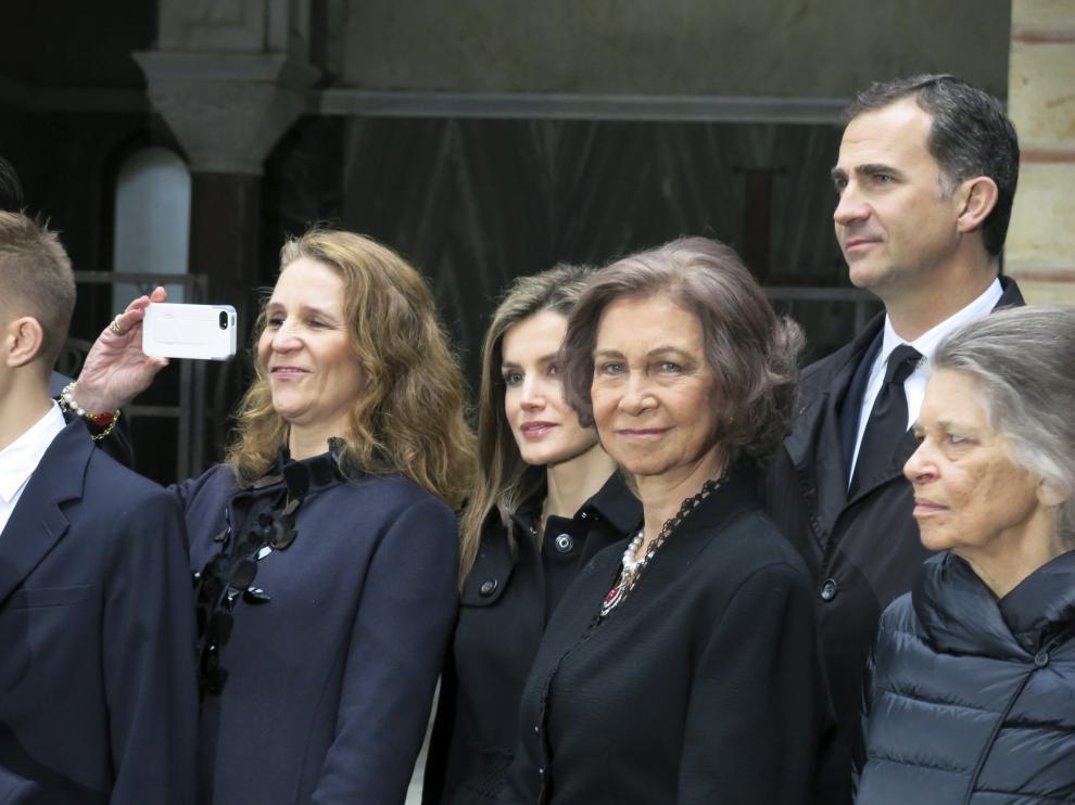 Familia Real en el homenaje al rey Pablo I de Grecia