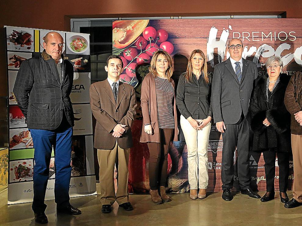 De izda. a dcha., Fernando Anel (Coca-Cola), Ignacio Domingo (Asociación de Industrias Alimentarias de Aragón), Ana Abadías (restaurante El Candelas), Marta Chiesa (Ternasco de Aragón), Luis Vaquer (presidente de Horeca)