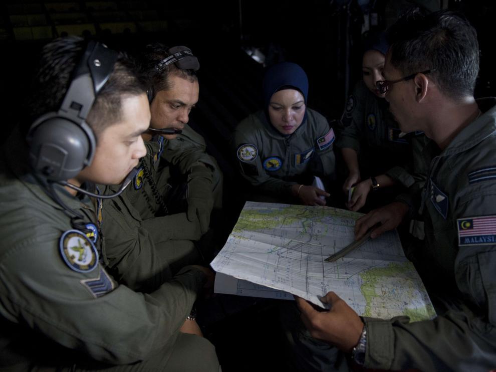 La Fuerza Aérea Malasia busca el avión desaparecido