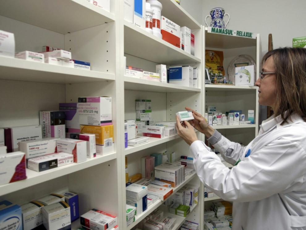 Imagen de archivo de una farmacia en Zaragoza.