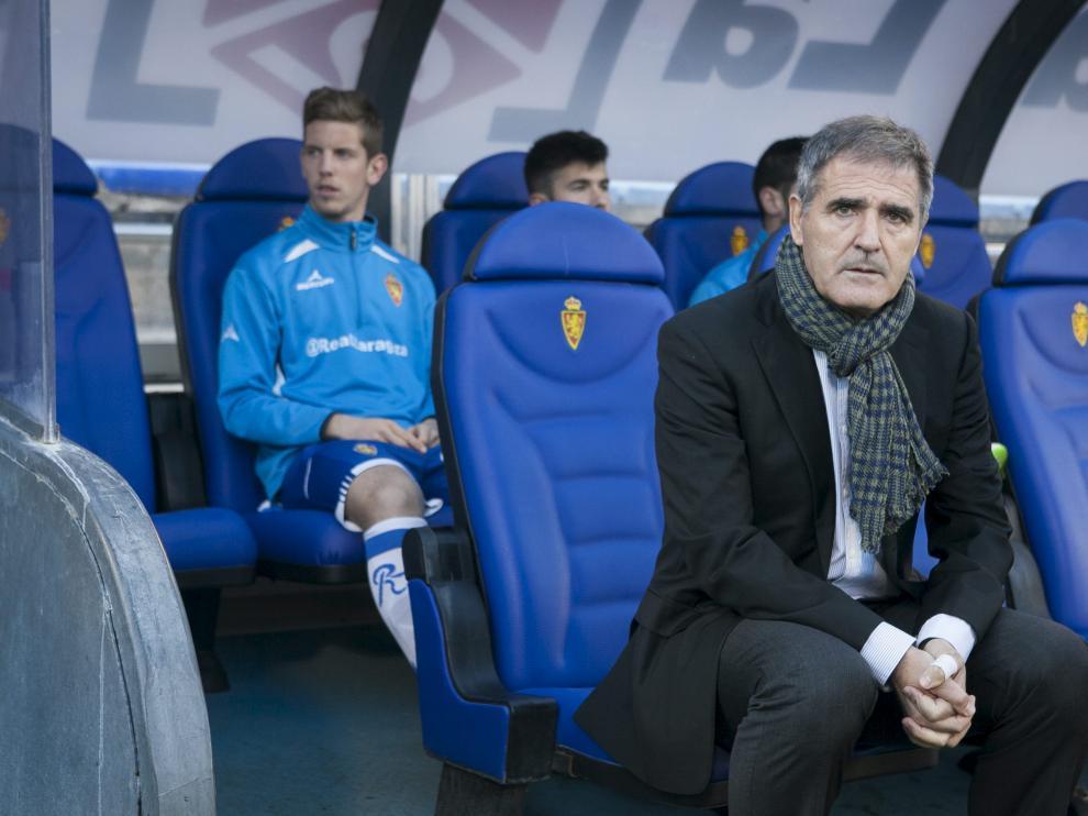 Paco Herrera, en el banquillo del Real Zaragoza