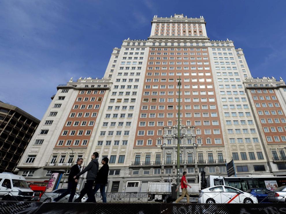 El edificio España en la plaza del mismo nombre.