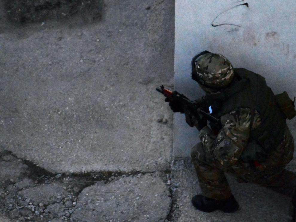Un soldado ruso en Simferopol
