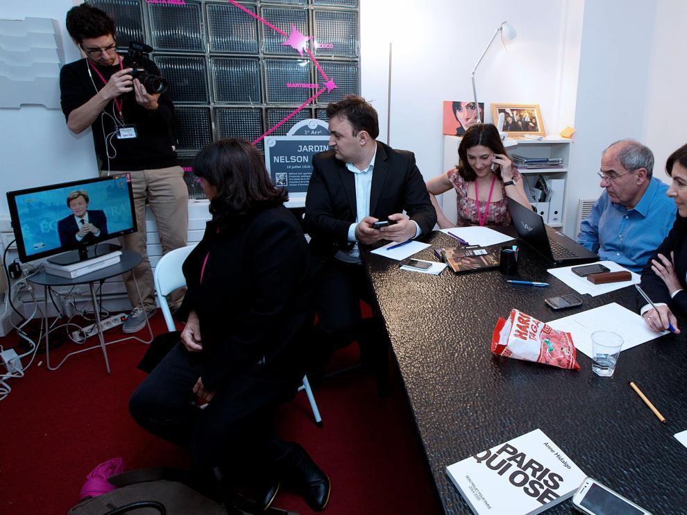 Anne Hidalgo, española candidata a la alcaldía de París, sigue el recuento