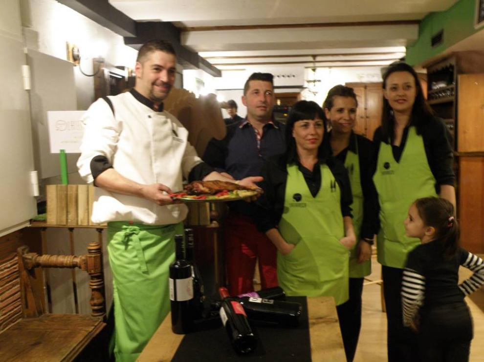 Un momento de la inauguración de la taberna La Ternasca, en el Tubo de Zaragoza