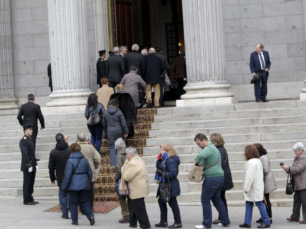 Miles de ciudadanos despiden a Suárez en el Congreso