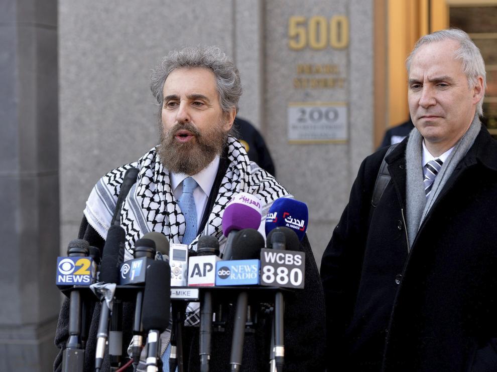 El yerno de Bin Laden junto a su abogado