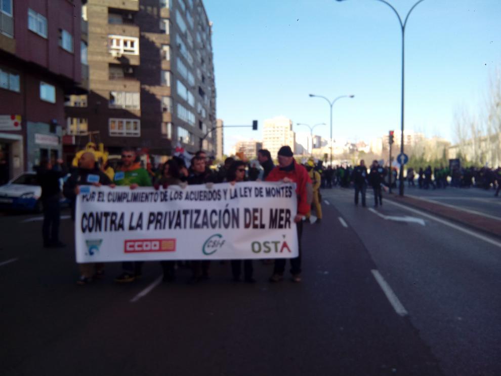 Los trabajadores de Sarga se dirigen a la sede de la DGA