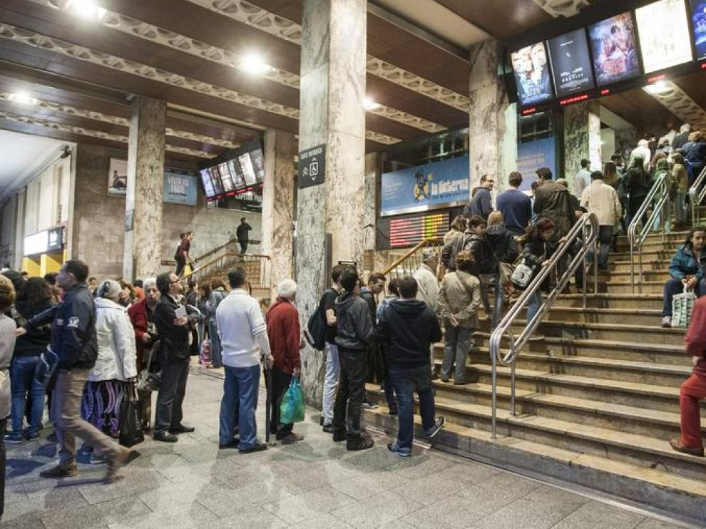 Filas interminables en los cines Palafox