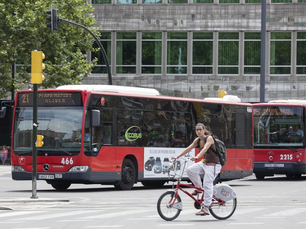 Los semáforos en rojo serían cedas el paso para los ciclistas
