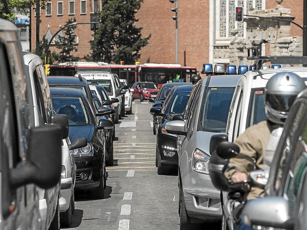 Imagen de archivo del tráfico en el paseo de Pamplona.