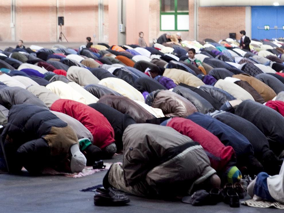 Diversos musulmanes celebran la fiesta del cordero en Zaragoza