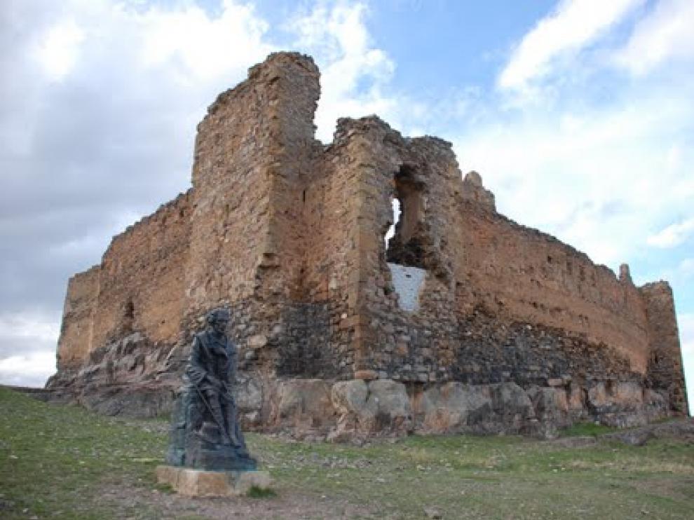 Imagen de Bécquer junto al Castillo de Trasmoz