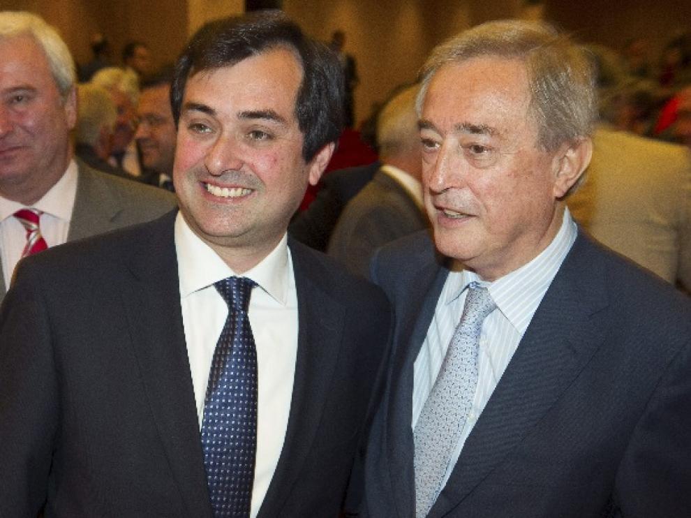 Ricardo Mur, junto al presidente saliente, Javier Ferrer