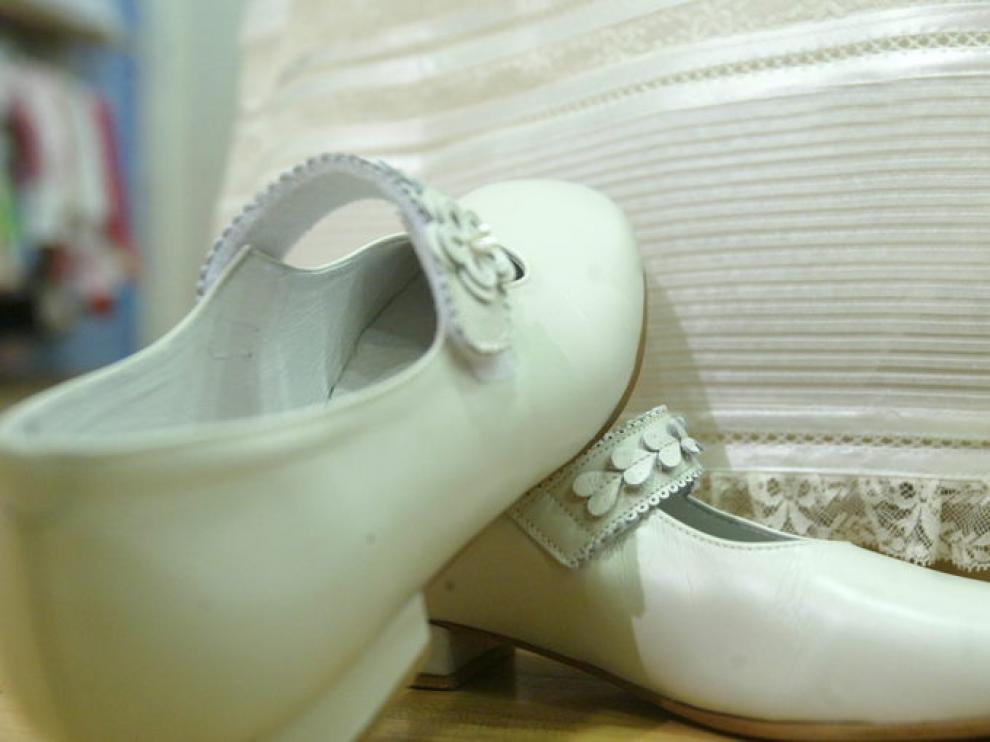 Detalle de zapatos de comunión