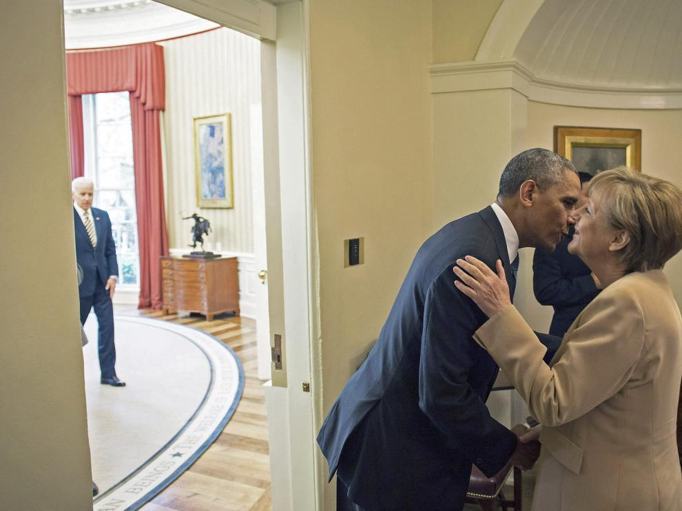 Saludo de Obama y Merkel, foto de archivo