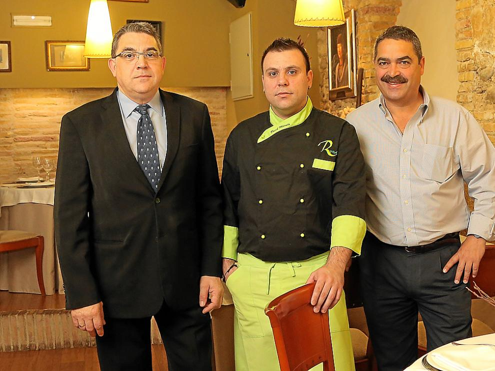 Jesús Martínez, David Melendo y Juan José Aínsa, en el comedor de El Real.