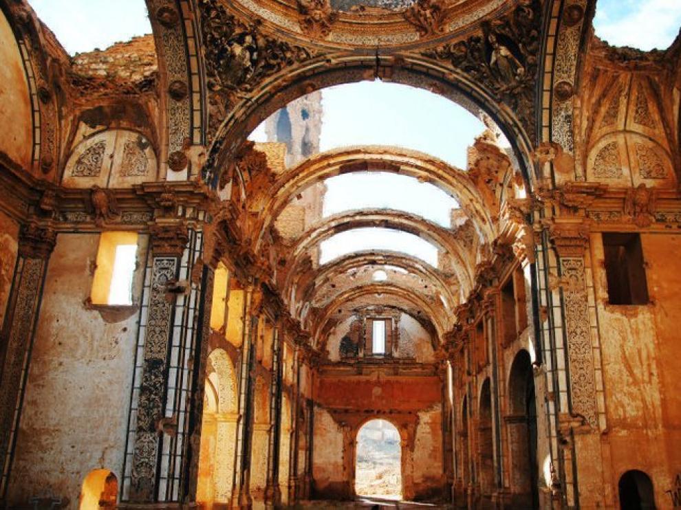 Antigua iglesia en el pueblo viejo de Belchite