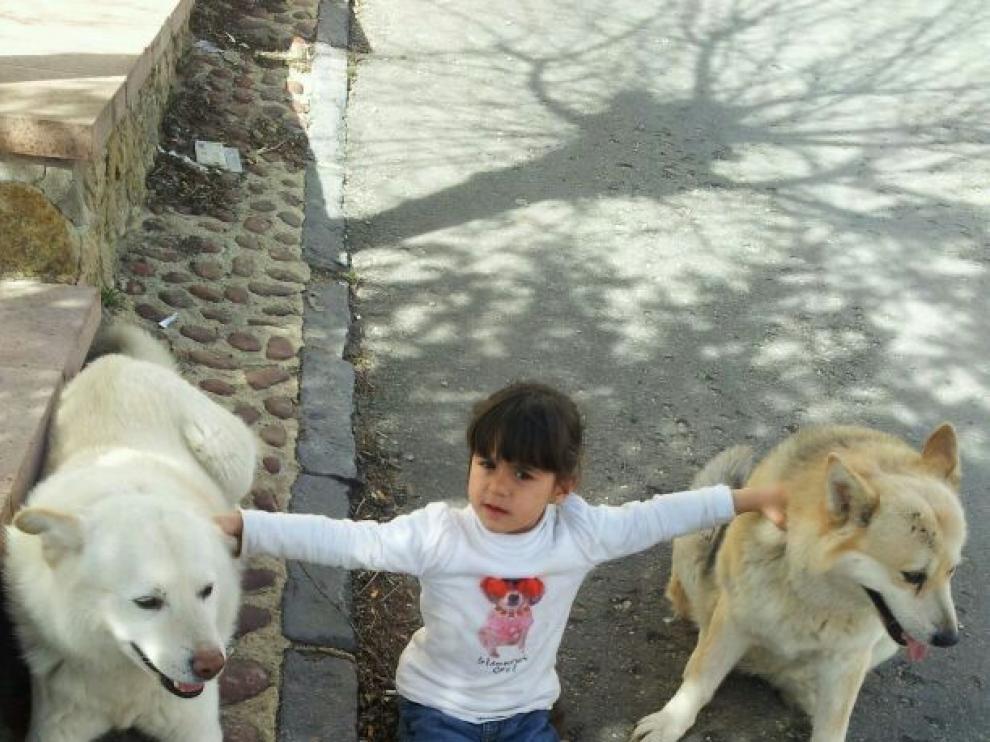 Una de las nuevas niñas asentadas en Griegos