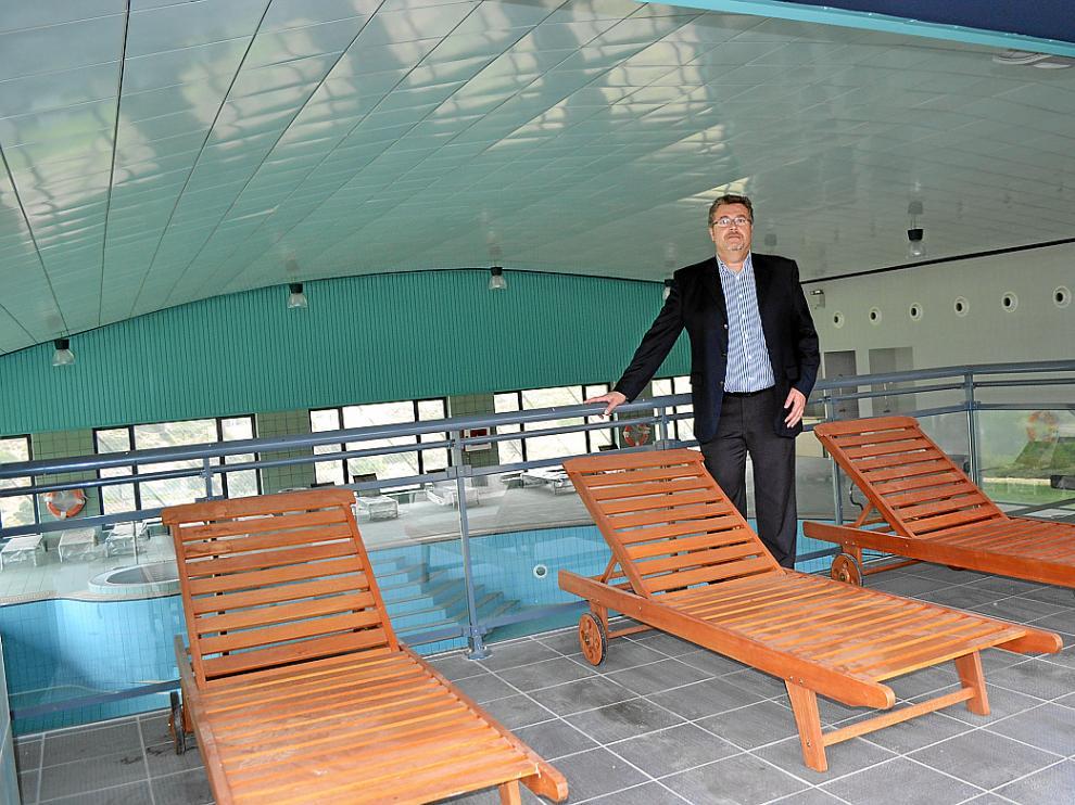Pedro Villanueva, socio de la empresa Balnearios Activos, en las instalaciones de Ariño.