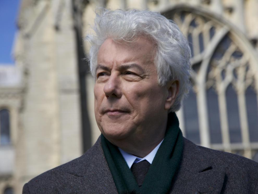 Ken Follett se centrará en la vida de mujeres como Juana de Arco