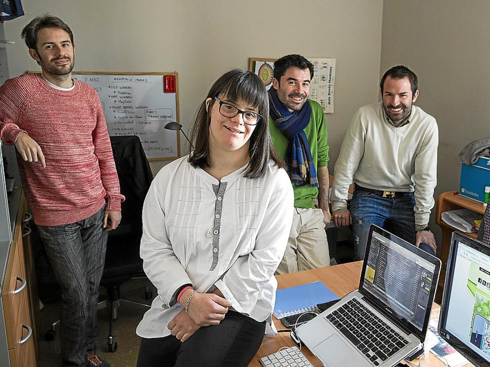 Anna Vives con el equipo de la Fundación Itinerarium. Desde la izquierda, José Carlos Andreu, Pau Vives, su hermano, y Job Tomás.