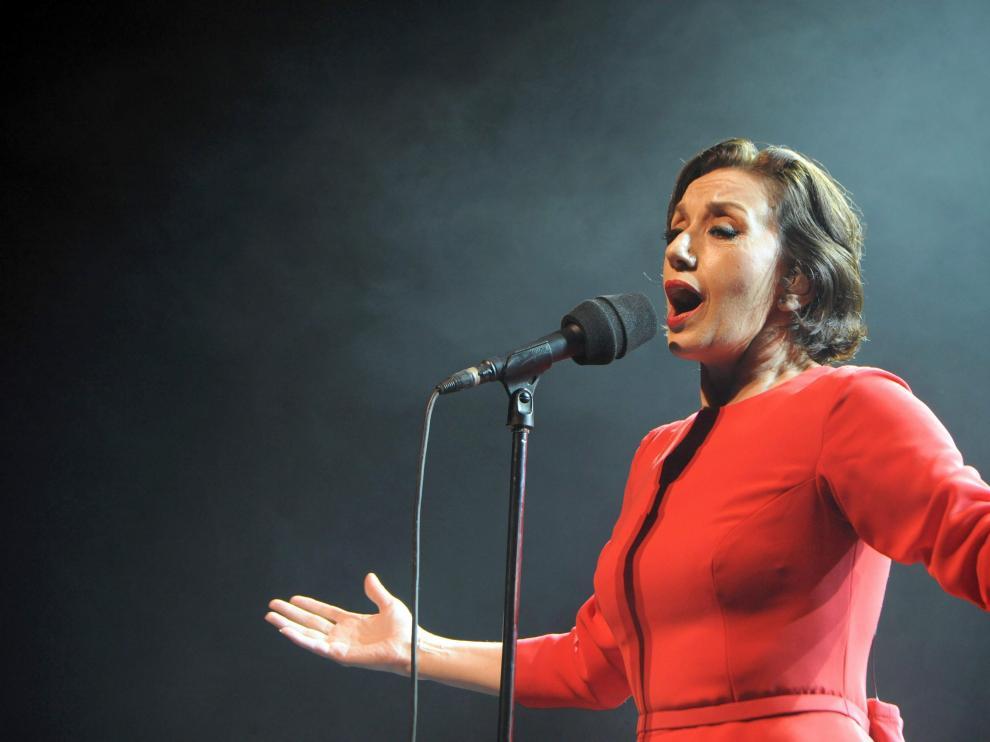 Luz Casal durante un concierto en Rabat