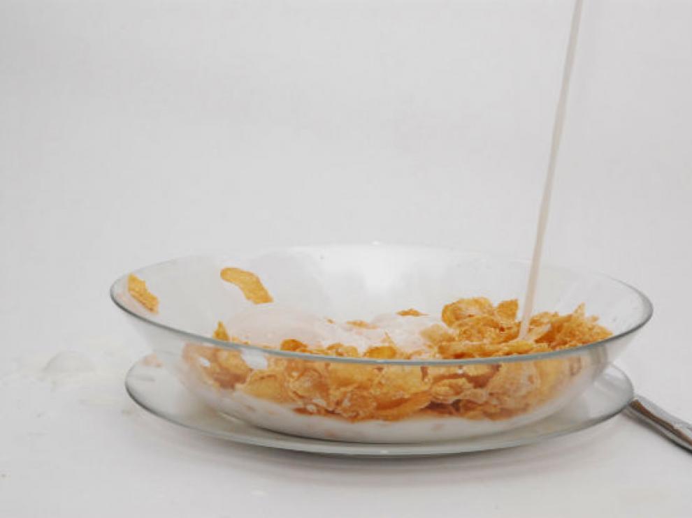 Lácteos, cereales y fruta son tres componentes que no deben faltar en el desayuno.