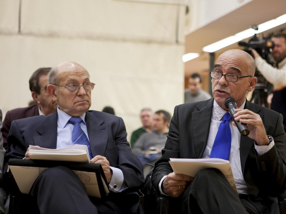 Javier Láinez, a la derecha, en una Junta General del Real Zaragoza