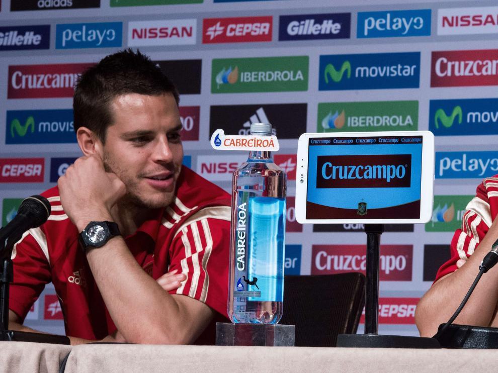 Azpilicueta en rueda de prensa junto a Pedro