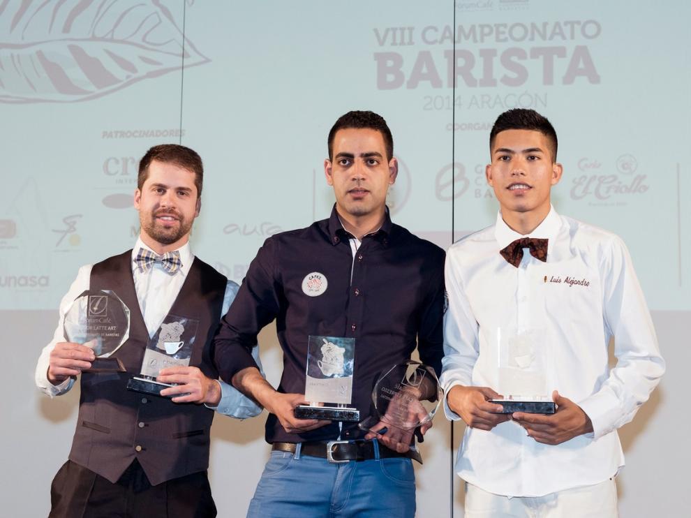 Sifeddine Rabbani, en el centro, ganó el VIII Campeonato de Baristas de Aragón
