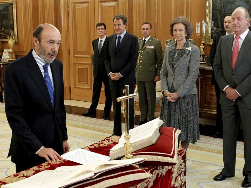 Rubalcaba respaldará la ley de abdicación para coronar a Felipe VI