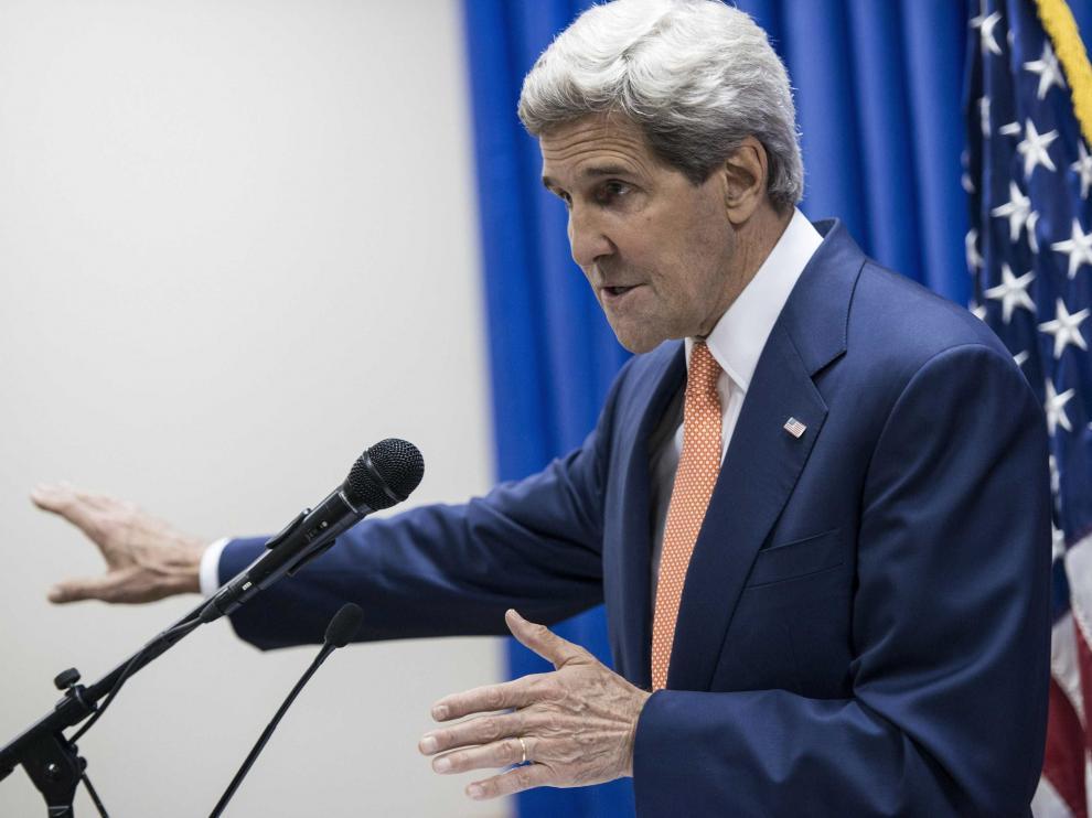 John Kerry durante su visita en Bagdad