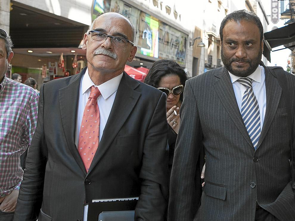 Kadir Sheikh (a la derecha), acompañado de dos de sus colaboradores, Javier Láinez (centro) y Sixto Genzor (izquierda).
