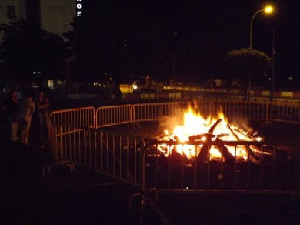 Hoguera en la noche de San Juan de Huesca