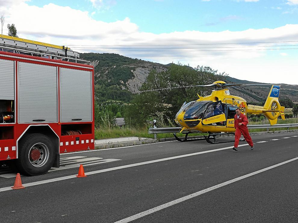 Uno de los helicópteros que participaron en la evacuación de las heridas en el accidente de Arén.