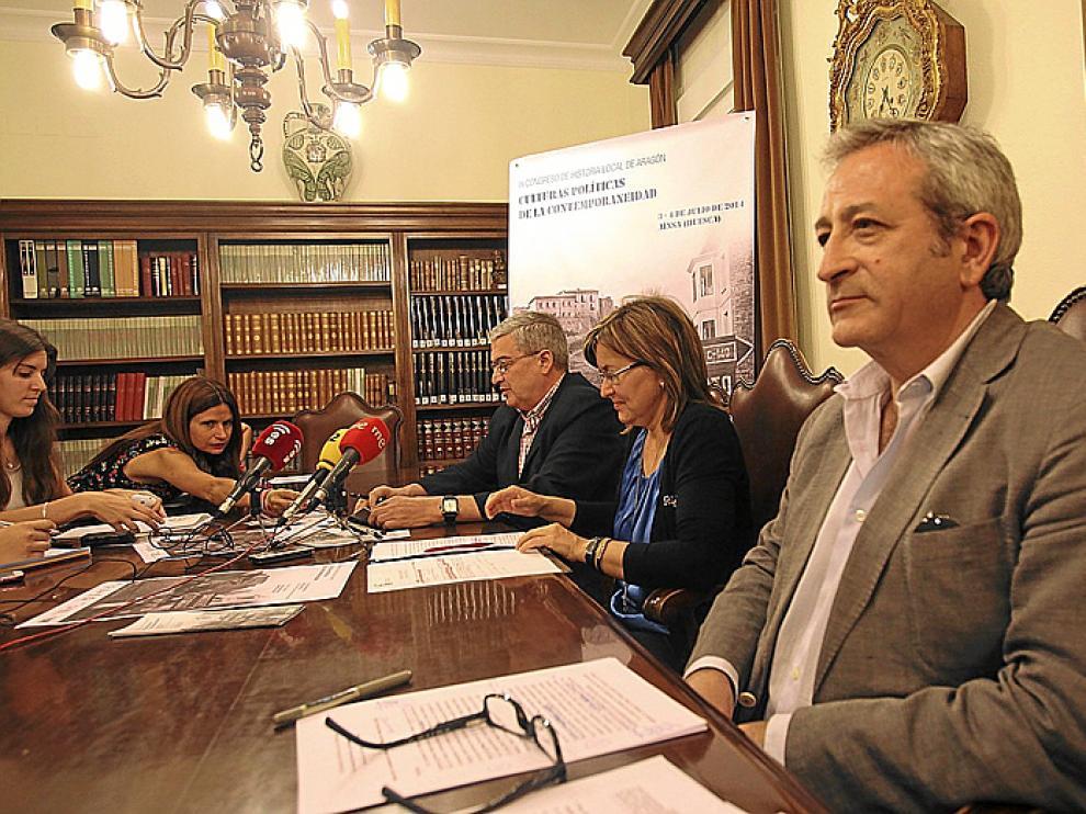 Fernando Alvira, Elisa Sanjuán e Ignacio Peiró, ayer en el IEA.
