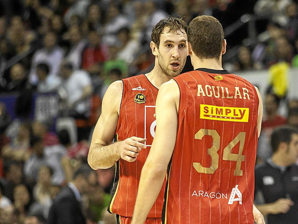Golubovic y Aguilar, en su último partido con el CAI Zaragoza.