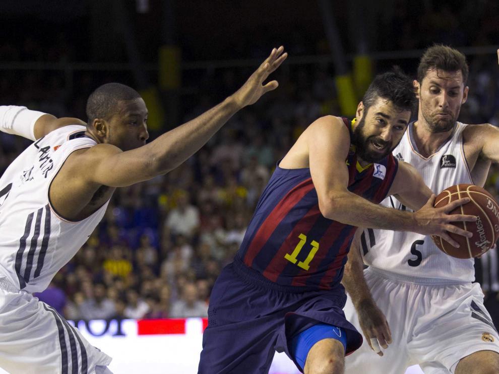 Navarro contra Rudi en un partido de la final de la liga ACB