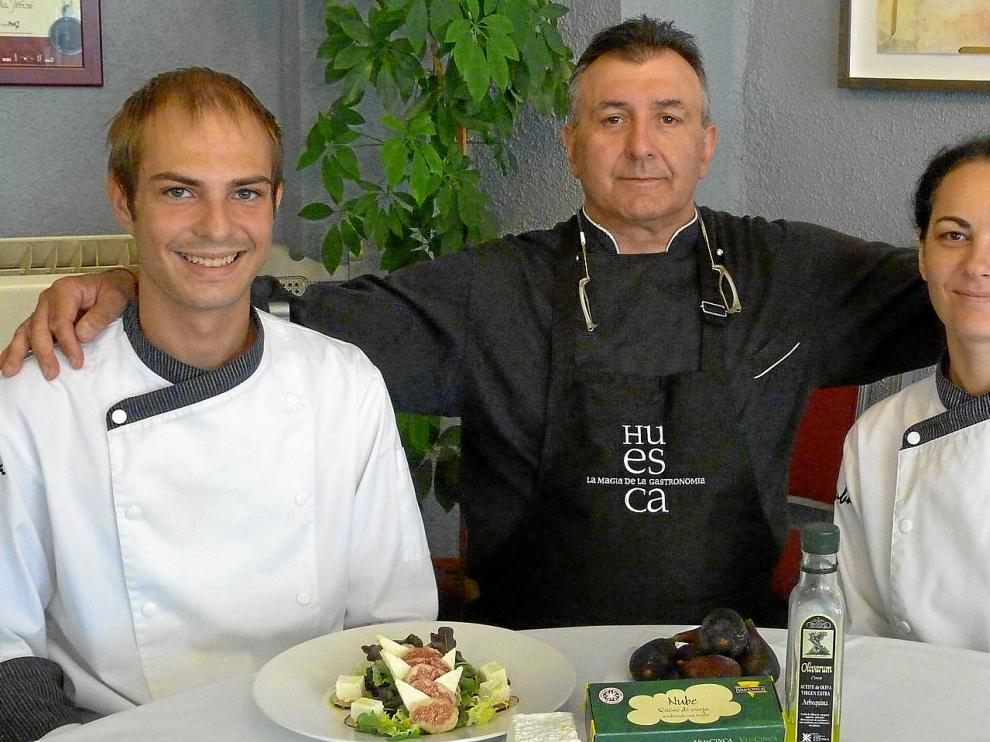 Fernando Vázquez, Gregorio Abadía y Ana Rufas forman parte del equipo del restaurante +Billauba, de Fraga.