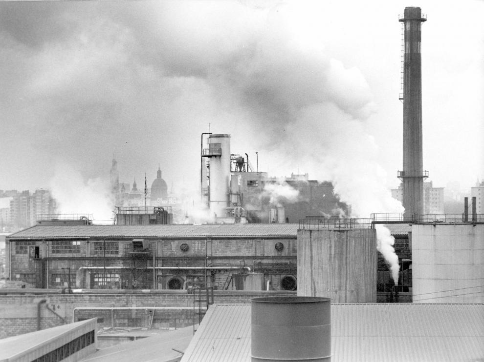 La Industrial Química de Zaragoza en funcionamiento. Archivo Heraldo