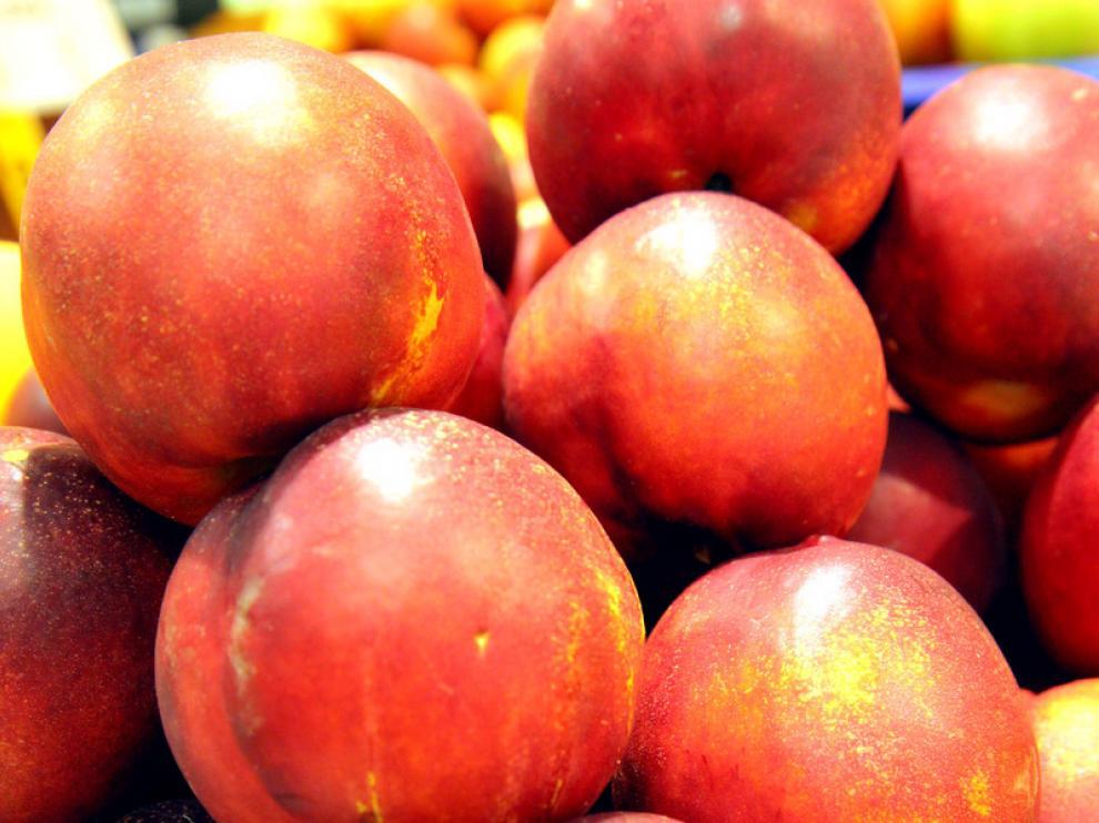 Fruta, verduras y pescado, son los alimentos cuya compra se reduce ante la escasez de presupuesto